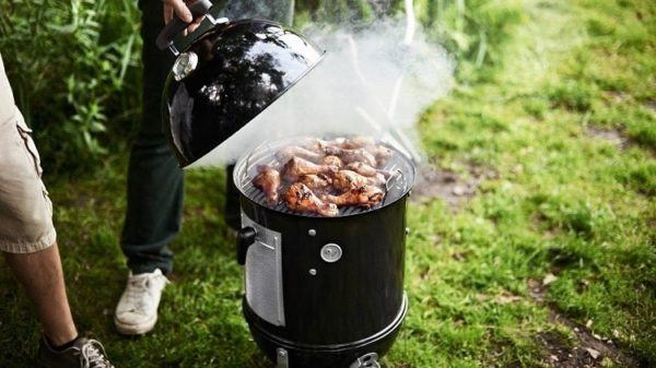 The Best Charcoal Smokers: Reviews and Buying Guide