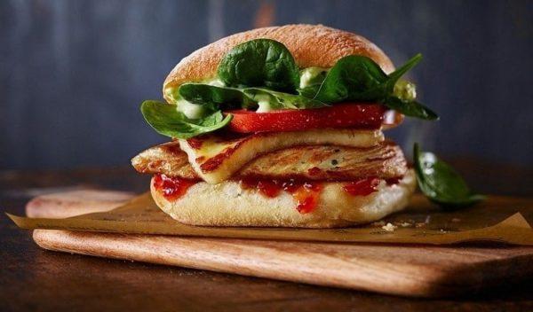 Chicken-Halloumi-Burger