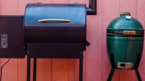 Traeger® vs Big Green Egg®: Comparing Pellet Grills and